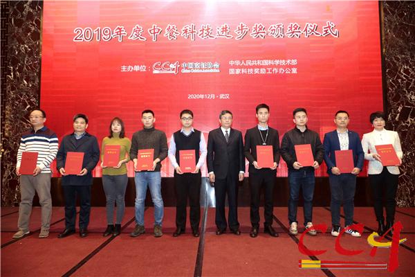 4傅龙成会长与三等奖获奖项目代表合影.jpg